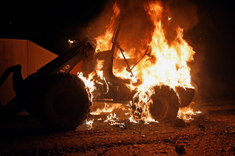 JUST NU: Arbetsfordon brinner i Stora Höga – fb