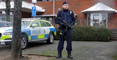 Åtalas för olaga grovt hot mot polisstation och socialtjänst