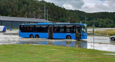 Översvämmade vägar och fastigheter